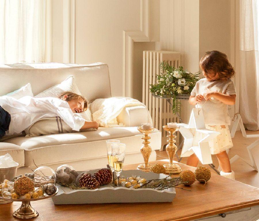 adelaparvu.com despre casa decorata de Craciun in alb si auriu, designer Silvia Rademakers, Foto ElMueble (4)