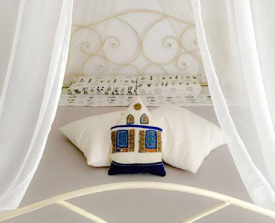 adelaparvu.com despre perne in forma de case, designer arh.Ioana Zdralea, model Perina Ardeal - romantic interior