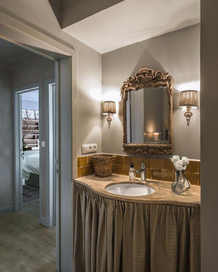 adelaparvu.com despre apartament la mansarda in stil rustic, Bruges, Apartment Dijver (7)
