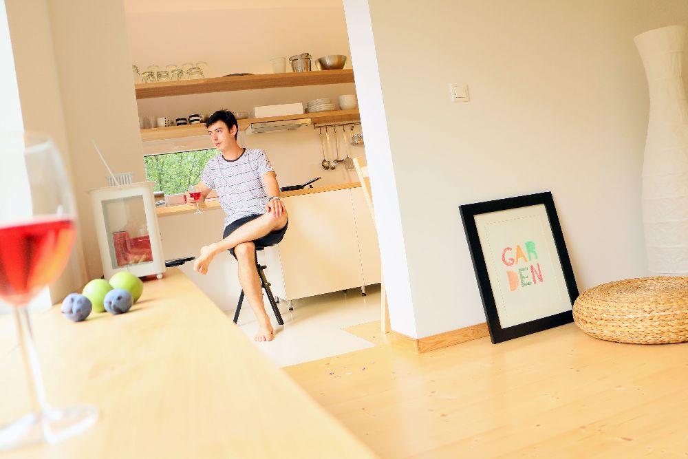 adelaparvu.com despre Garden Studio Timisoara, garsoniera 35 mp cu gradina, design Alexandru Damian si Olimpia Onci(16)