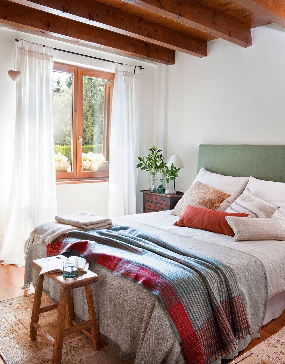adelaparvu.com despre casa mica de vacanta la munte, design interior proprietara Victoria Villa, Foto ElMueble (4)