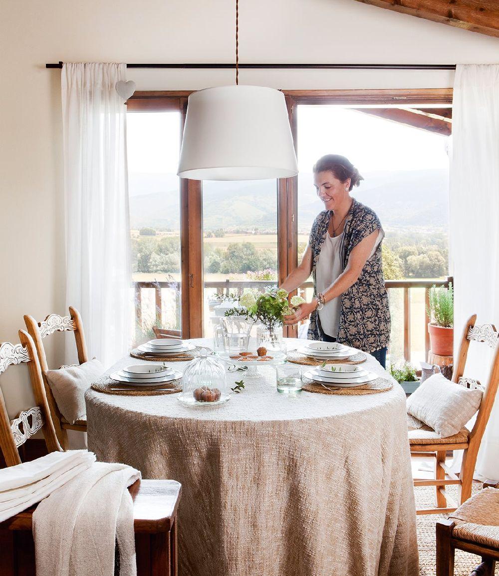 adelaparvu.com despre casa mica de vacanta la munte, design interior proprietara Victoria Villa, Foto ElMueble (5)