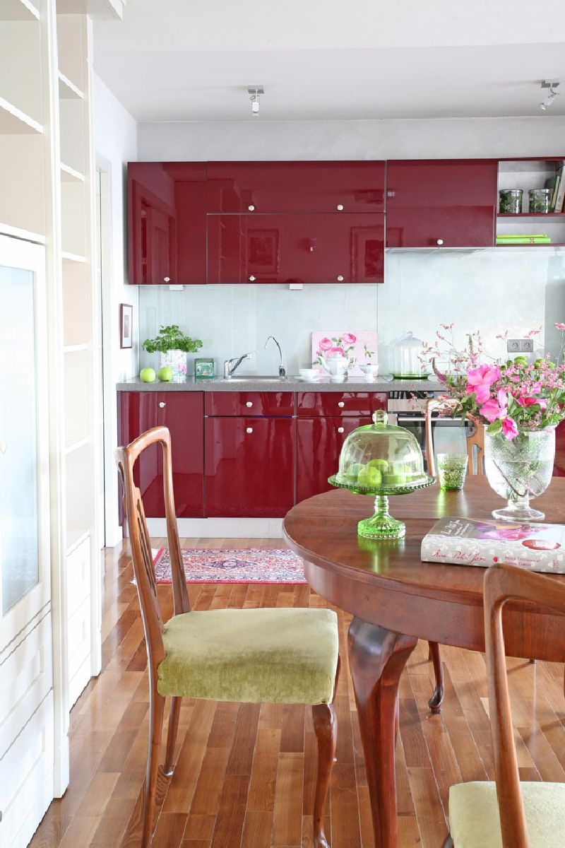 adelaparvu.com despre apartament 2 camere 55 mp, decor in rosu, design Holart Studio (14)