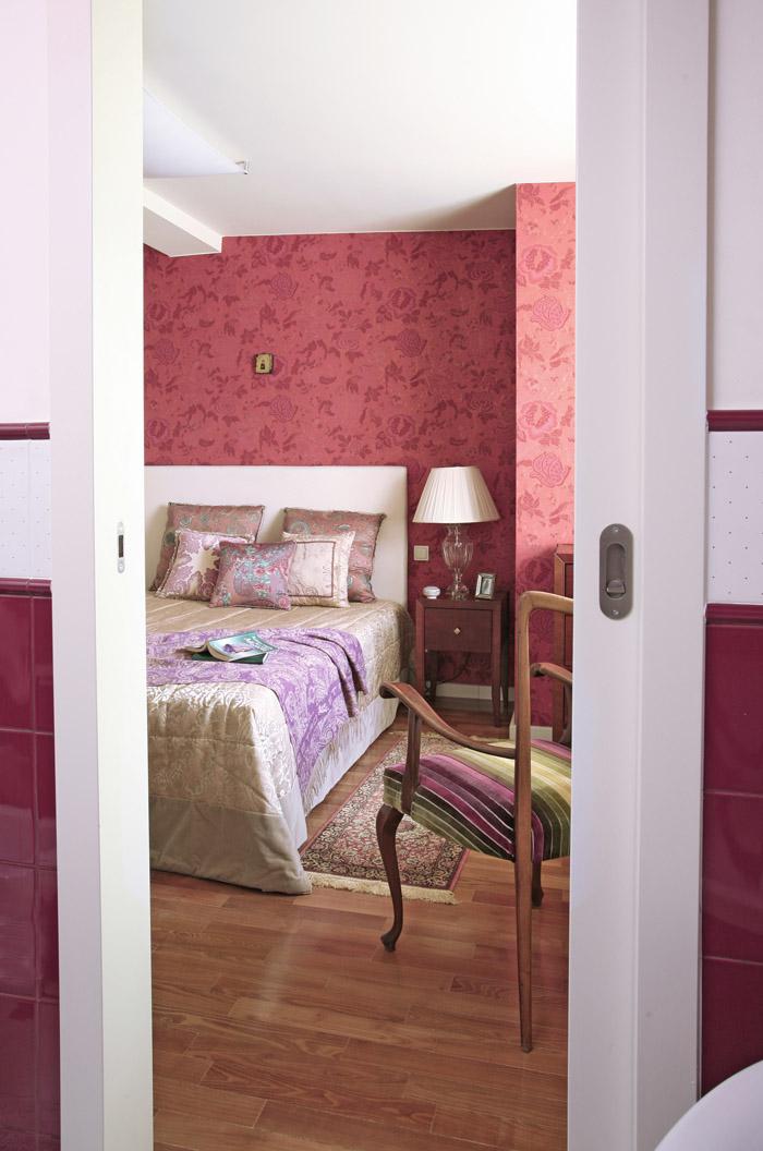 adelaparvu.com despre apartament 2 camere 55 mp, decor in rosu, design Holart Studio (17)
