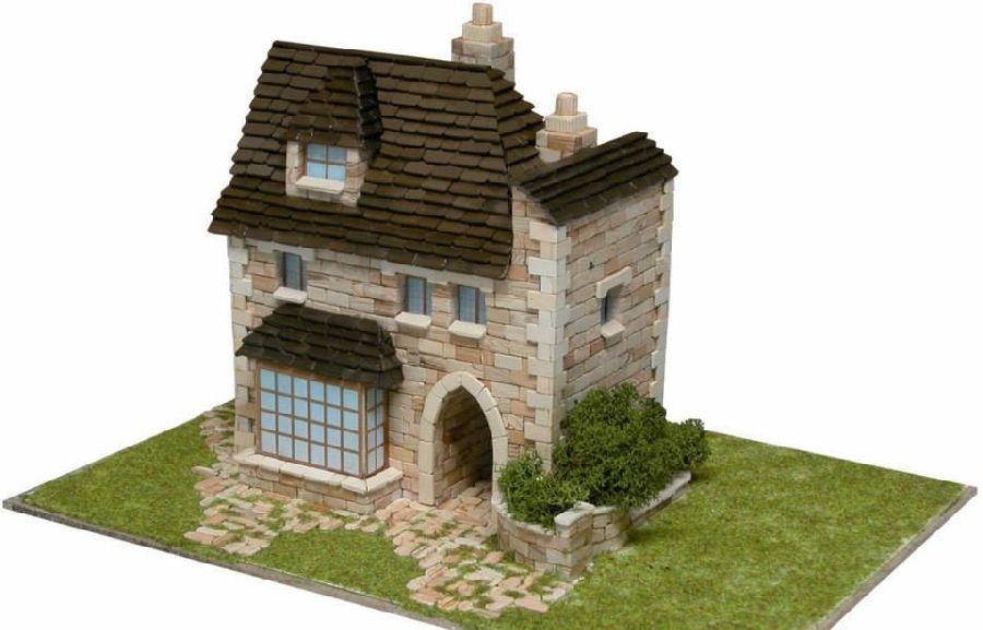 adelaparvu.com despre casa in stil englezesc, casa miniaturala, etape constructie, Atelierul de modelism (1)