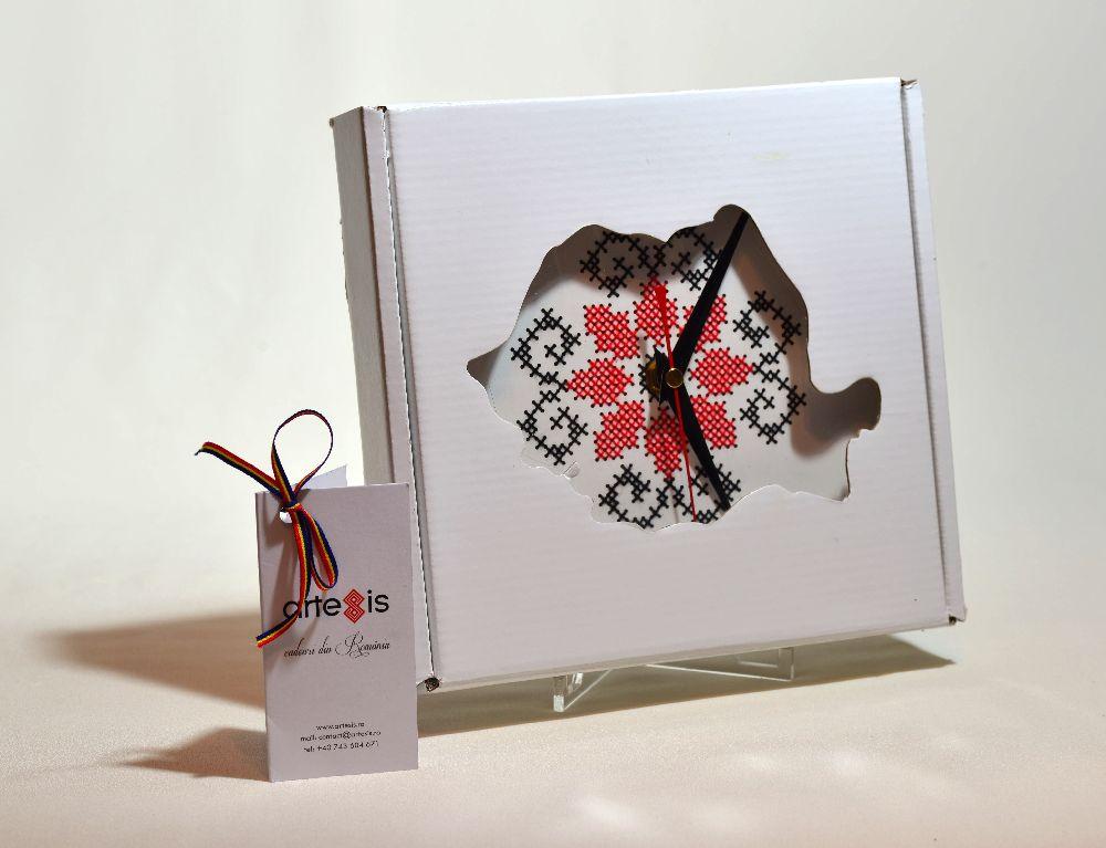 adelaparvu.com despre ceasuri cu motive traditionale romanesti, design Artesis, Gina Bursuc (15)