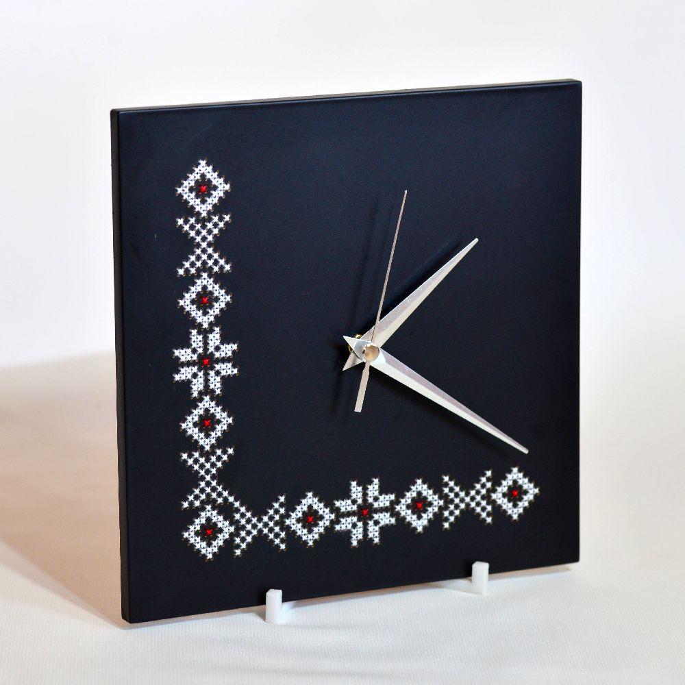 adelaparvu.com despre ceasuri cu motive traditionale romanesti, design Artesis, Gina Bursuc (3)