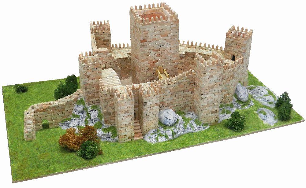 adelaparvu.com despre kituri de constructie, castelul Castelo de Guimaraes, Atelierul de Modelism