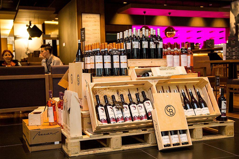 adelaparvu.com despre Winstone, restanurant de vinuri Hotel Novotel, Bucuresti (3)