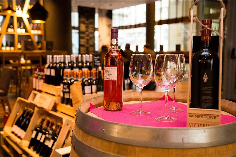 adelaparvu.com despre Winstone, restanurant de vinuri Hotel Novotel, Bucuresti (6)