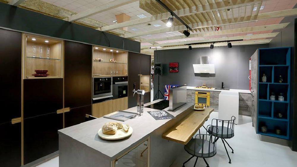 adelaparvu.com despre bucatarie cu masa culisanta, model de mobila de la Euphoria Kitchens (1)