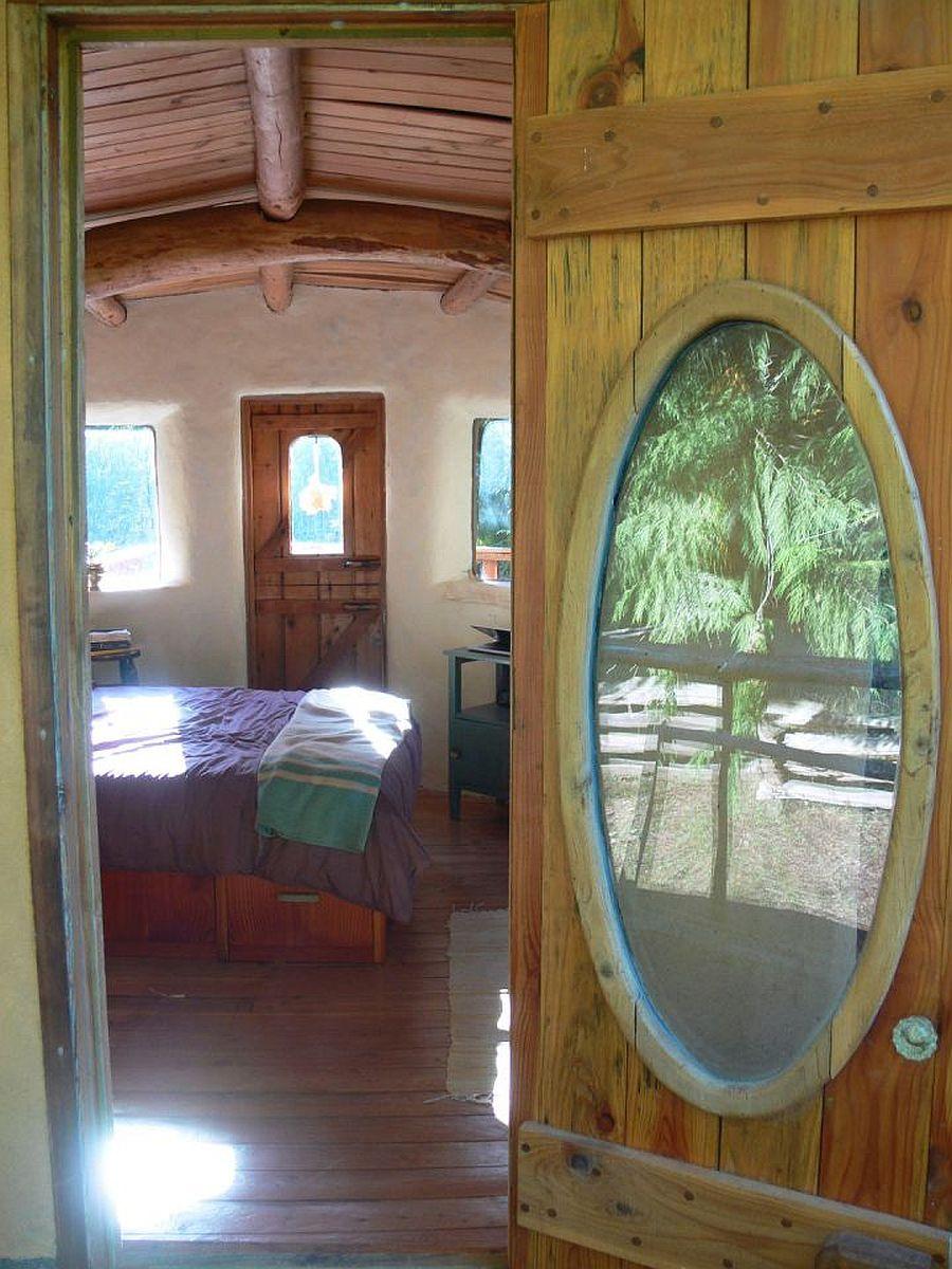 adelaparvu.com despre casa de vacnata din lut, Cob Cottage, canada, design Cobworks si Cob Cottage Company (14)