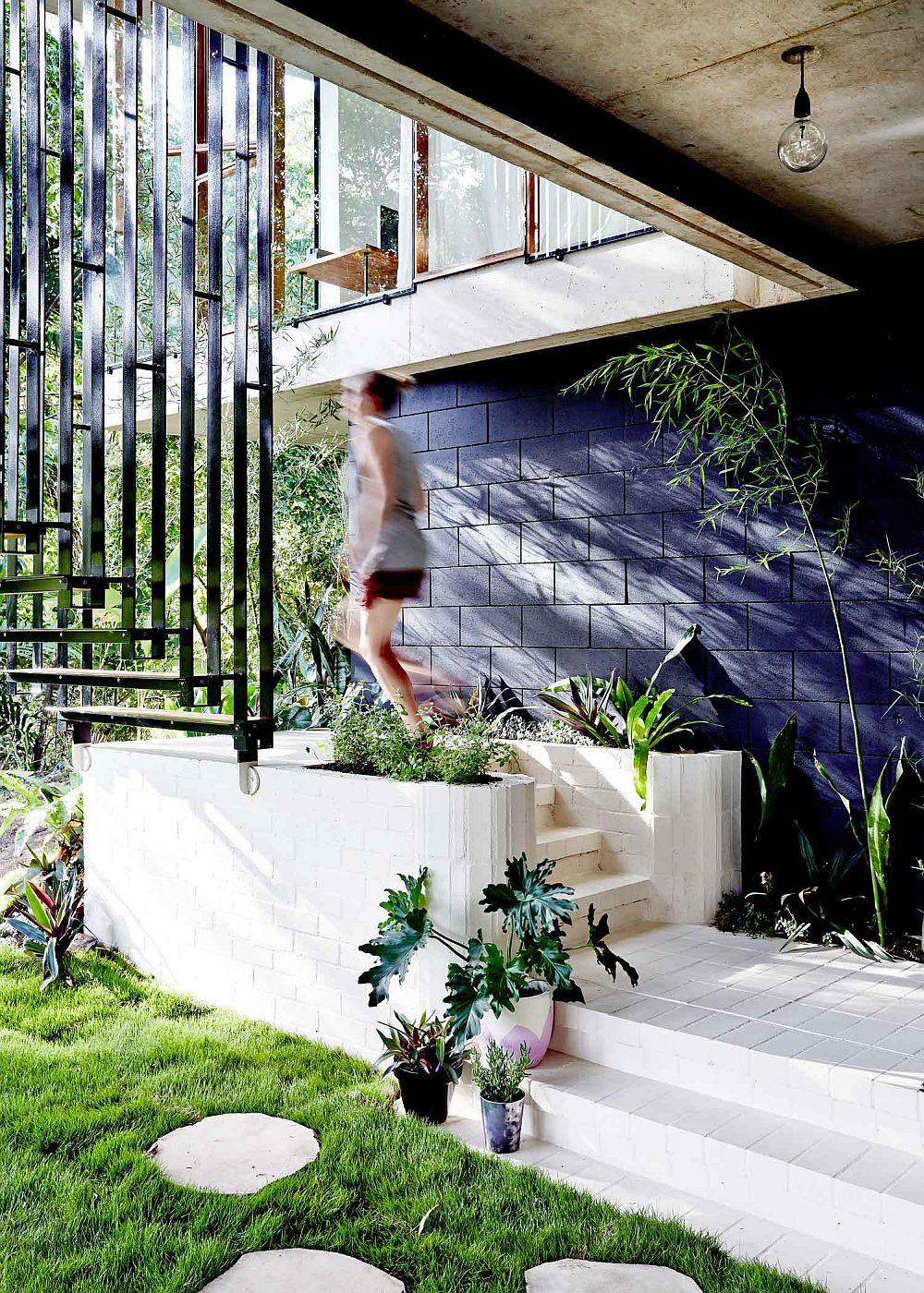 adelaparvu.com despre casa din beton si sticla, Planchonella House, arhitect Jesse Bennet, Foto Sean Fennessy (21)