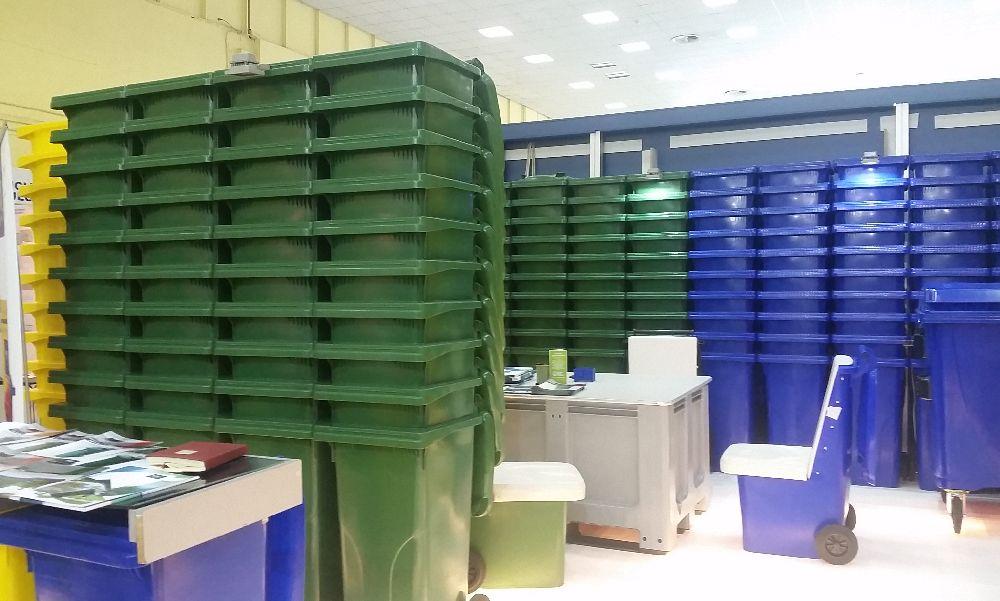 adelaparvu.com despre fotolii din pubele si pardoseli din paleti de plastic de la Euoplast (7)