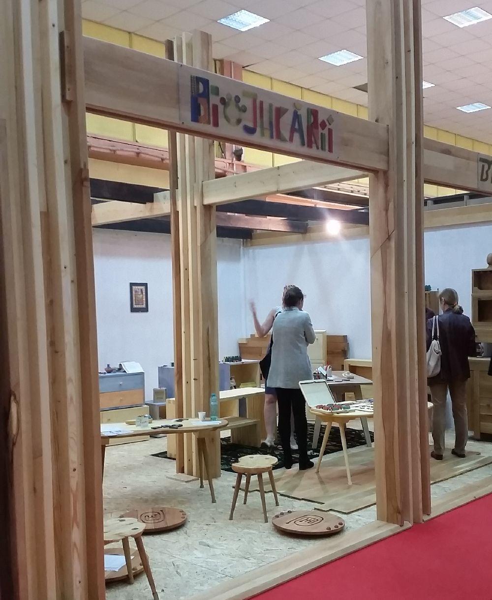adelaparvu.com despre mobila, jucarii si parchet din lemn masiv, Biojucarii, Biomobila, Suceava (1)