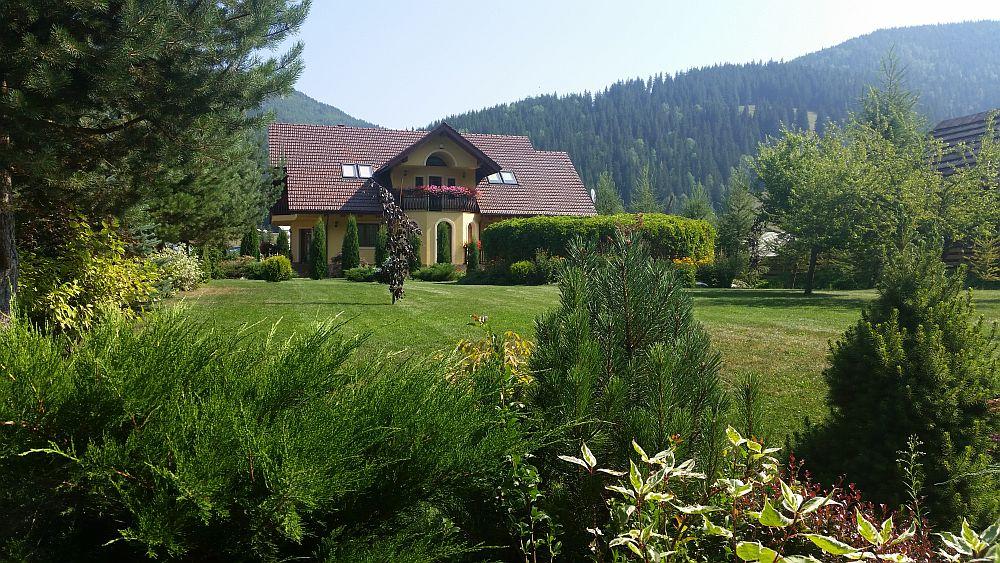 adelaparvu.com despre gradina in Bucovina, design Garden Green Campulung Moldovenesc, Foto Adela Parvu (2)