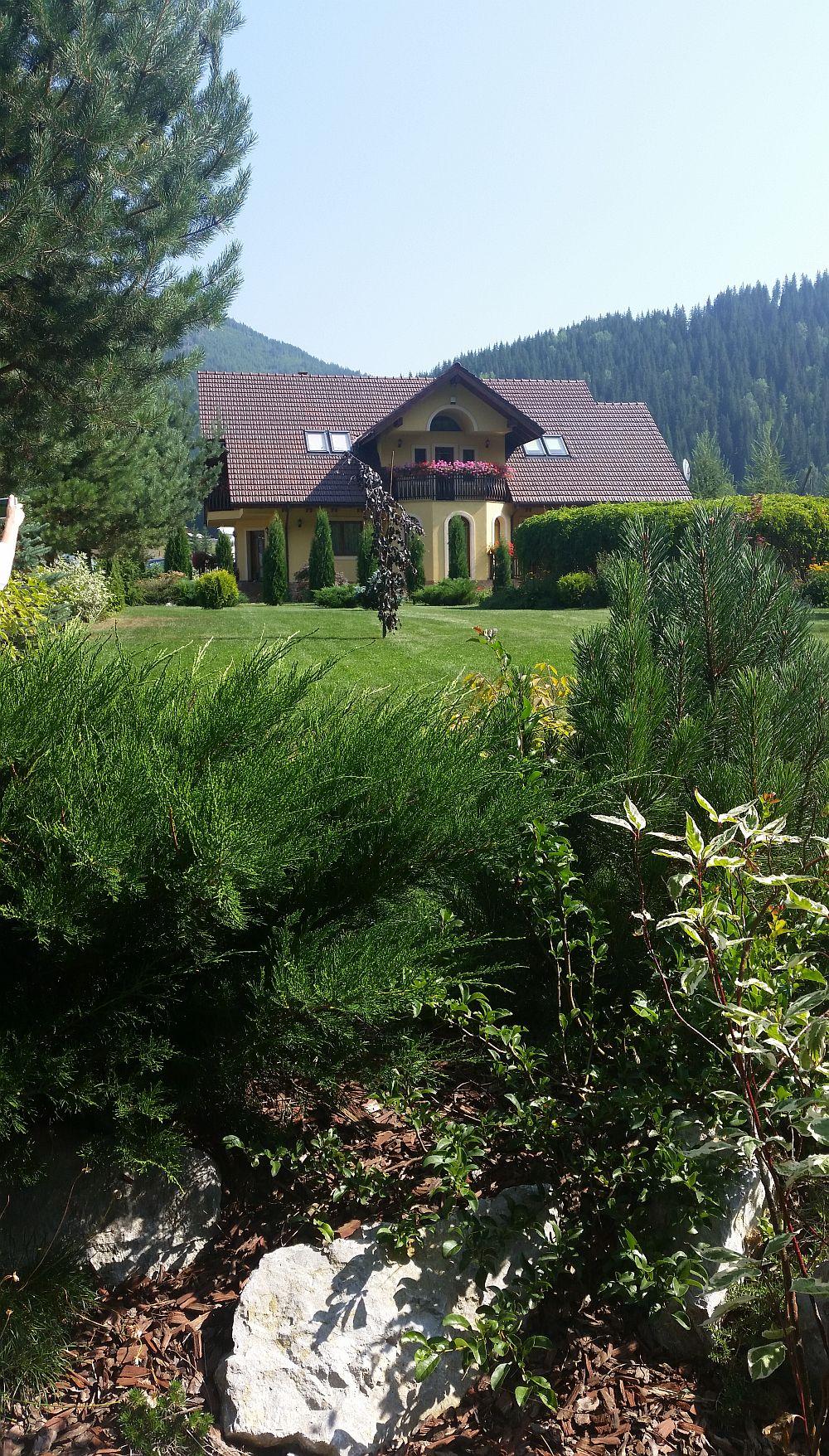 adelaparvu.com despre gradina in Bucovina, design Garden Green Campulung Moldovenesc, Foto Adela Parvu (3)