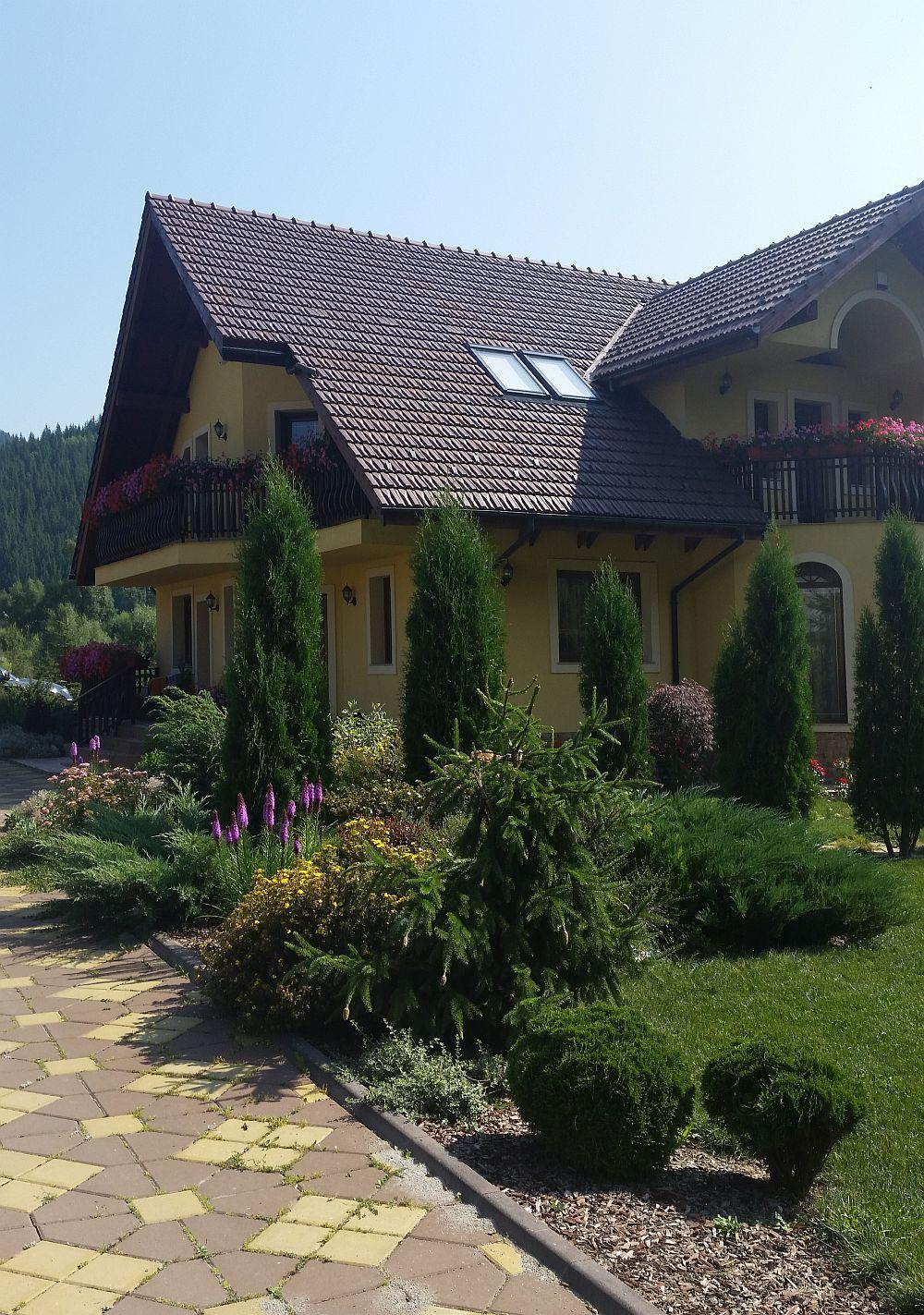 adelaparvu.com despre gradina in Bucovina, design Garden Green Campulung Moldovenesc, Foto Adela Parvu (6)