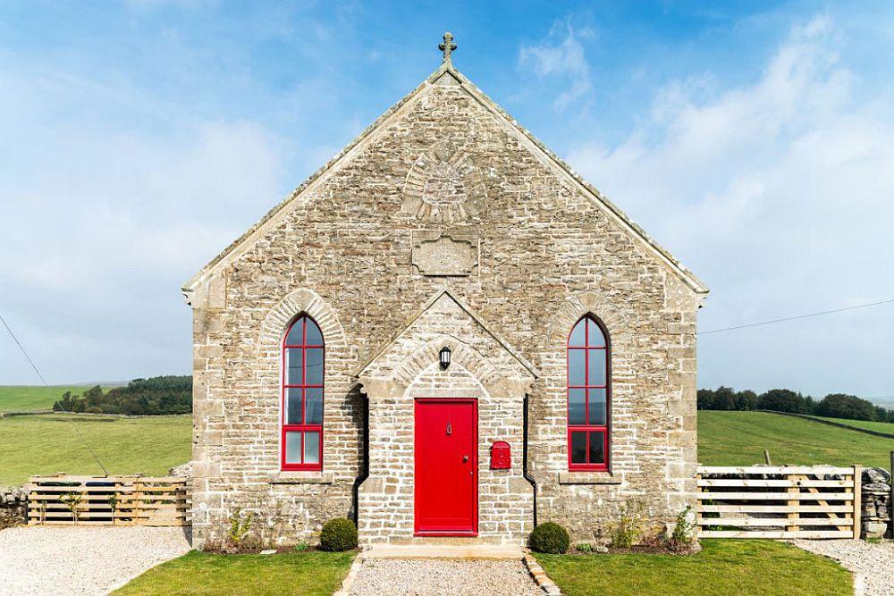 adelaparvu.com despre transformare capela in casa de vacanta, Boutique Chapel on the Hill, UK, design Evolution Design, Foto Chris Humphreys (2)