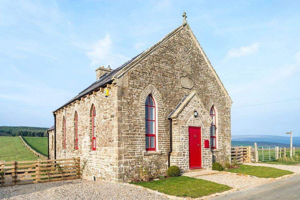 adelaparvu.com despre transformare capela in casa de vacanta, Boutique Chapel on the Hill, UK, design Evolution Design, Foto Chris Humphreys (3)