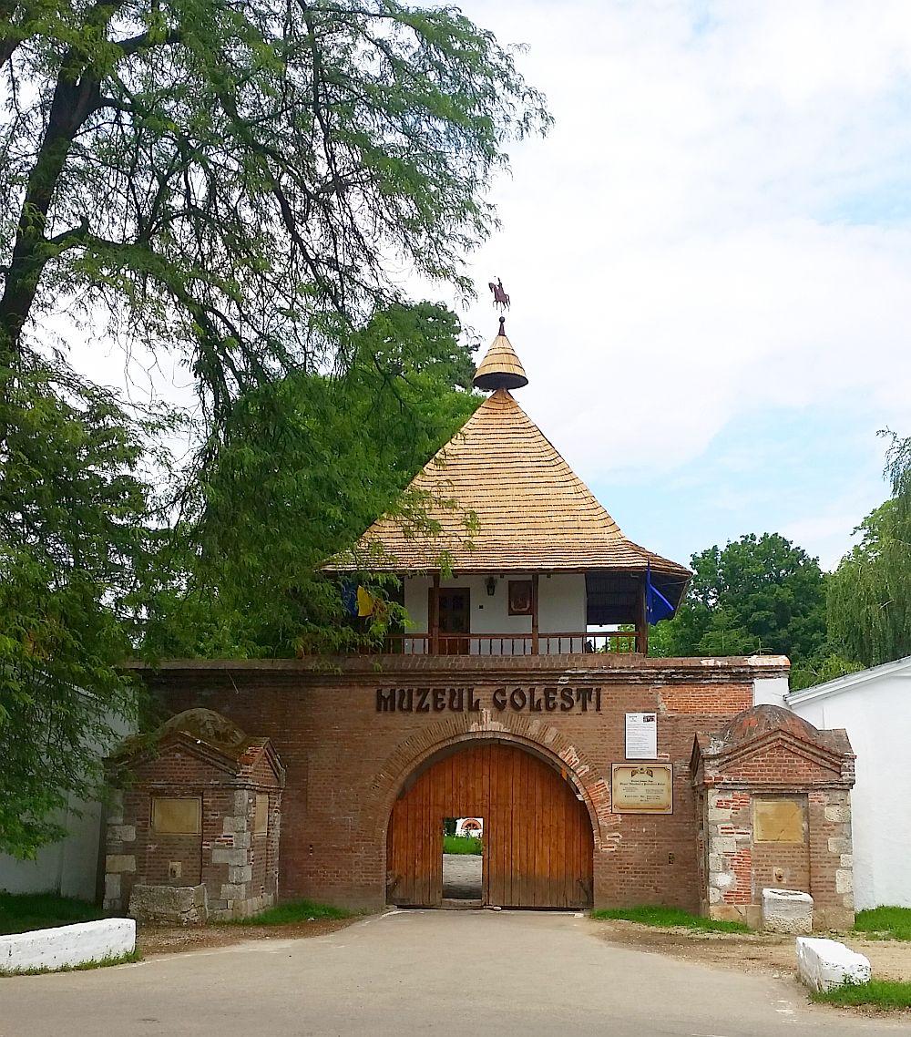 adelaparvu.com despre Conacul Golestilor, Muzeul Viticulturii si Pomiculturii, jud Arges, Romania (2)