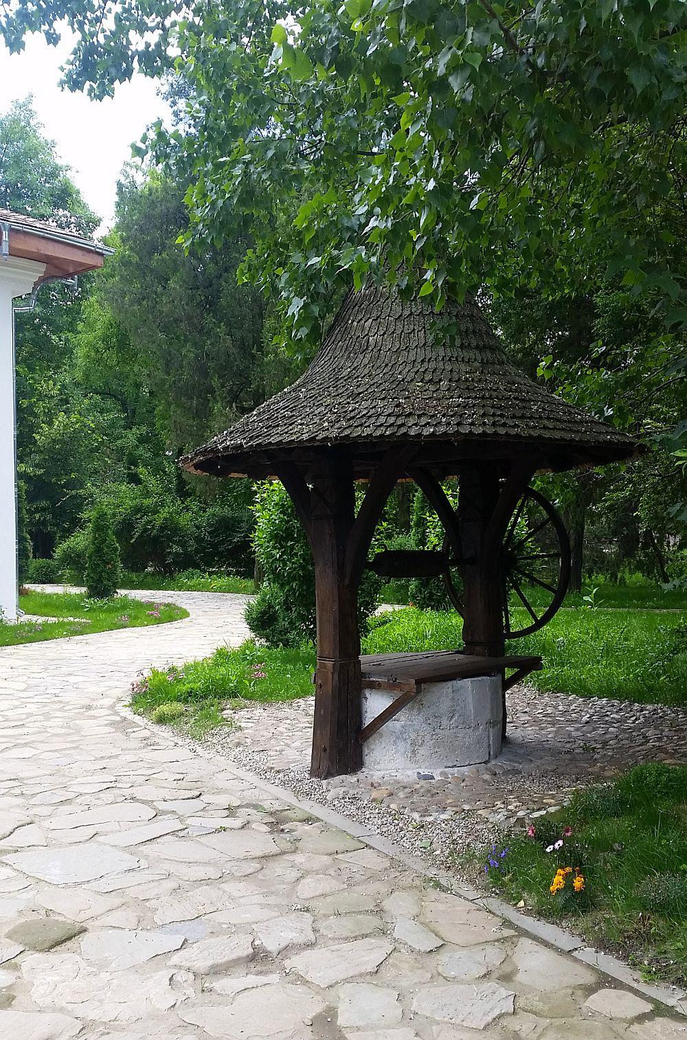 adelaparvu.com despre Conacul Golestilor, Muzeul Viticulturii si Pomiculturii, jud Arges, Romania(29)