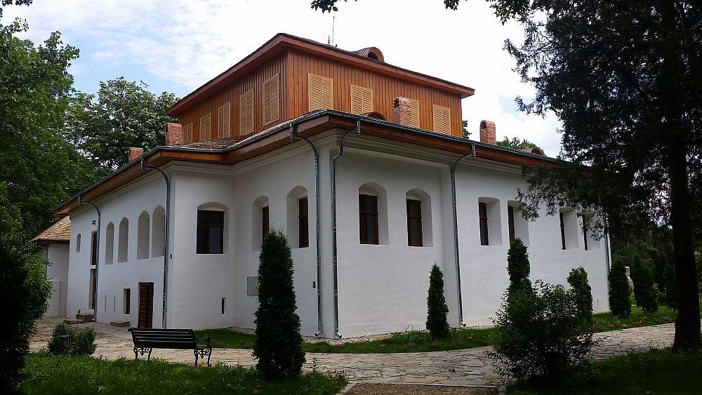 adelaparvu.com despre Conacul Golestilor, Muzeul Viticulturii si Pomiculturii, jud Arges, Romania (31)