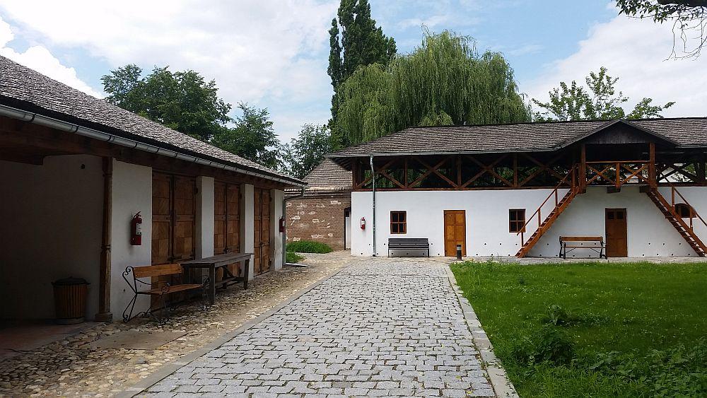 adelaparvu.com despre Conacul Golestilor, Muzeul Viticulturii si Pomiculturii, jud Arges, Romania(35)