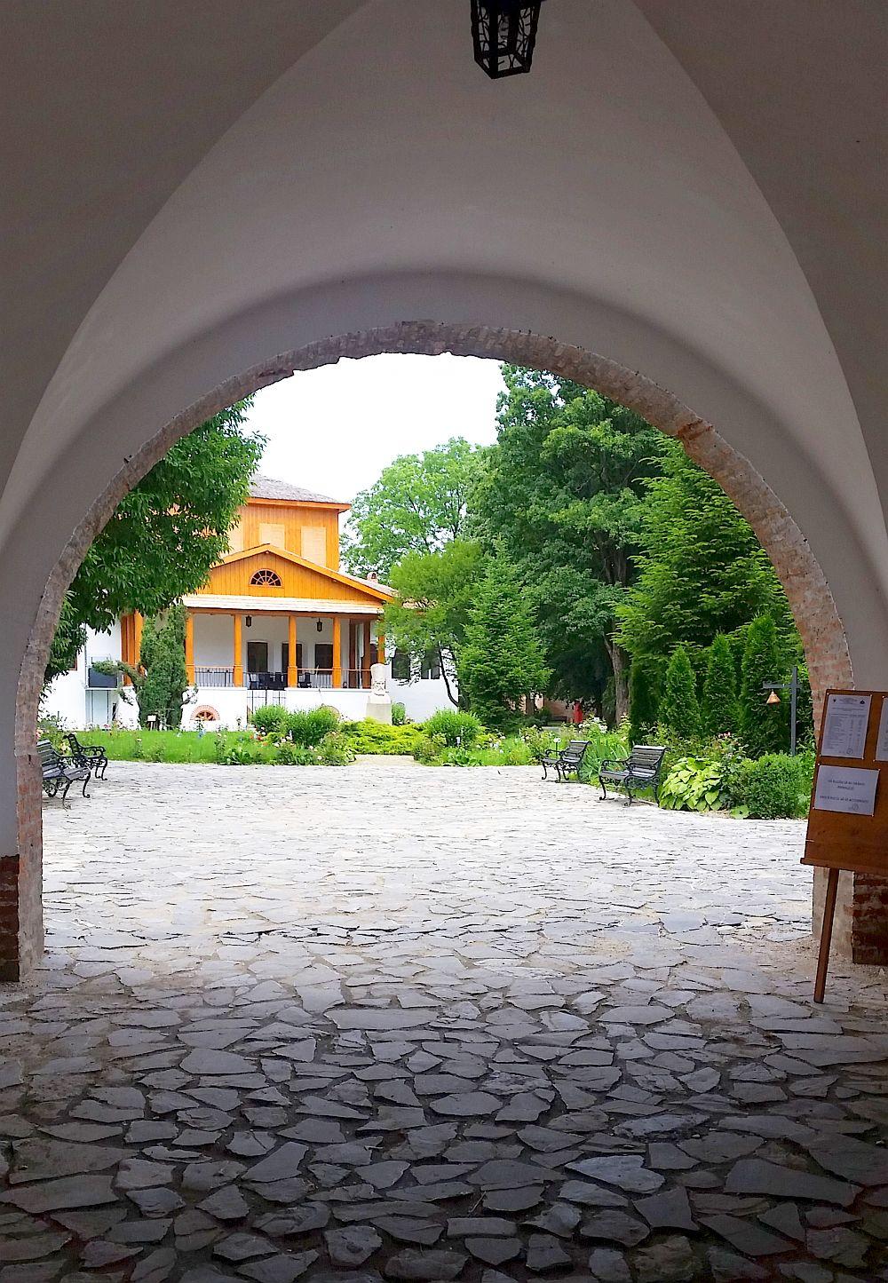 adelaparvu.com despre Conacul Golestilor, Muzeul Viticulturii si Pomiculturii, jud Arges, Romania(6)