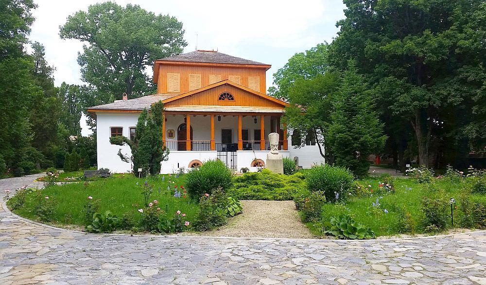 adelaparvu.com despre Conacul Golestilor, Muzeul Viticulturii si Pomiculturii, jud Arges, Romania (8)