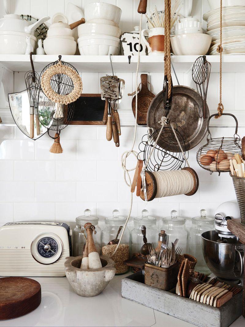 adelaparvu.com despre casa mica din lemn alba frumos decorata, design Kara Rosenlund (10)