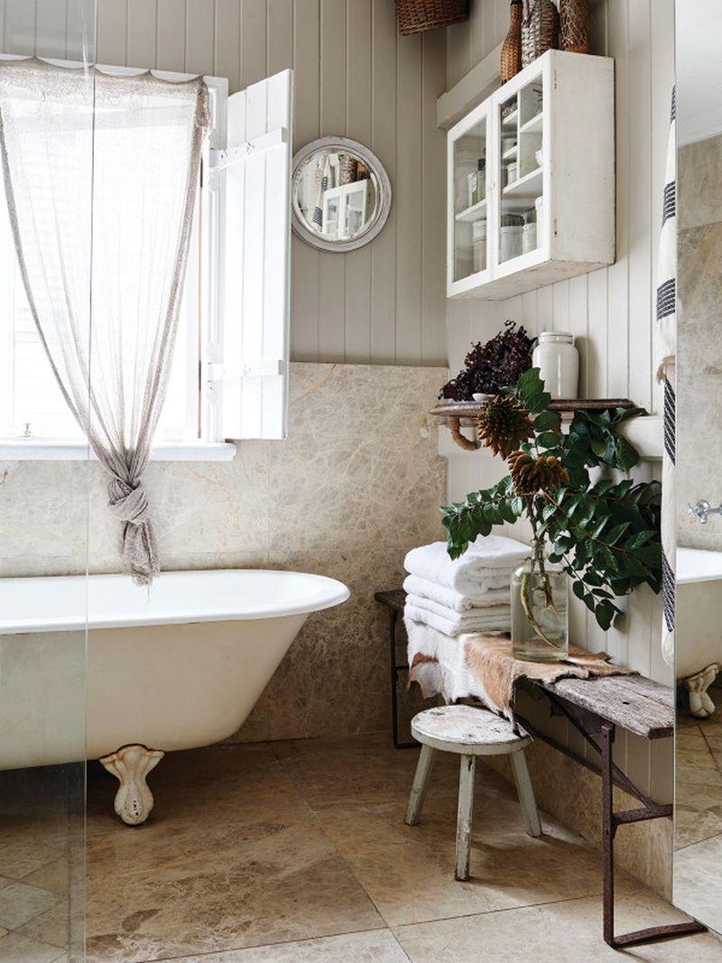 adelaparvu.com despre casa mica din lemn alba frumos decorata, design Kara Rosenlund (13)
