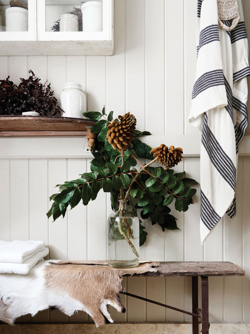 adelaparvu.com despre casa mica din lemn alba frumos decorata, design Kara Rosenlund (14)