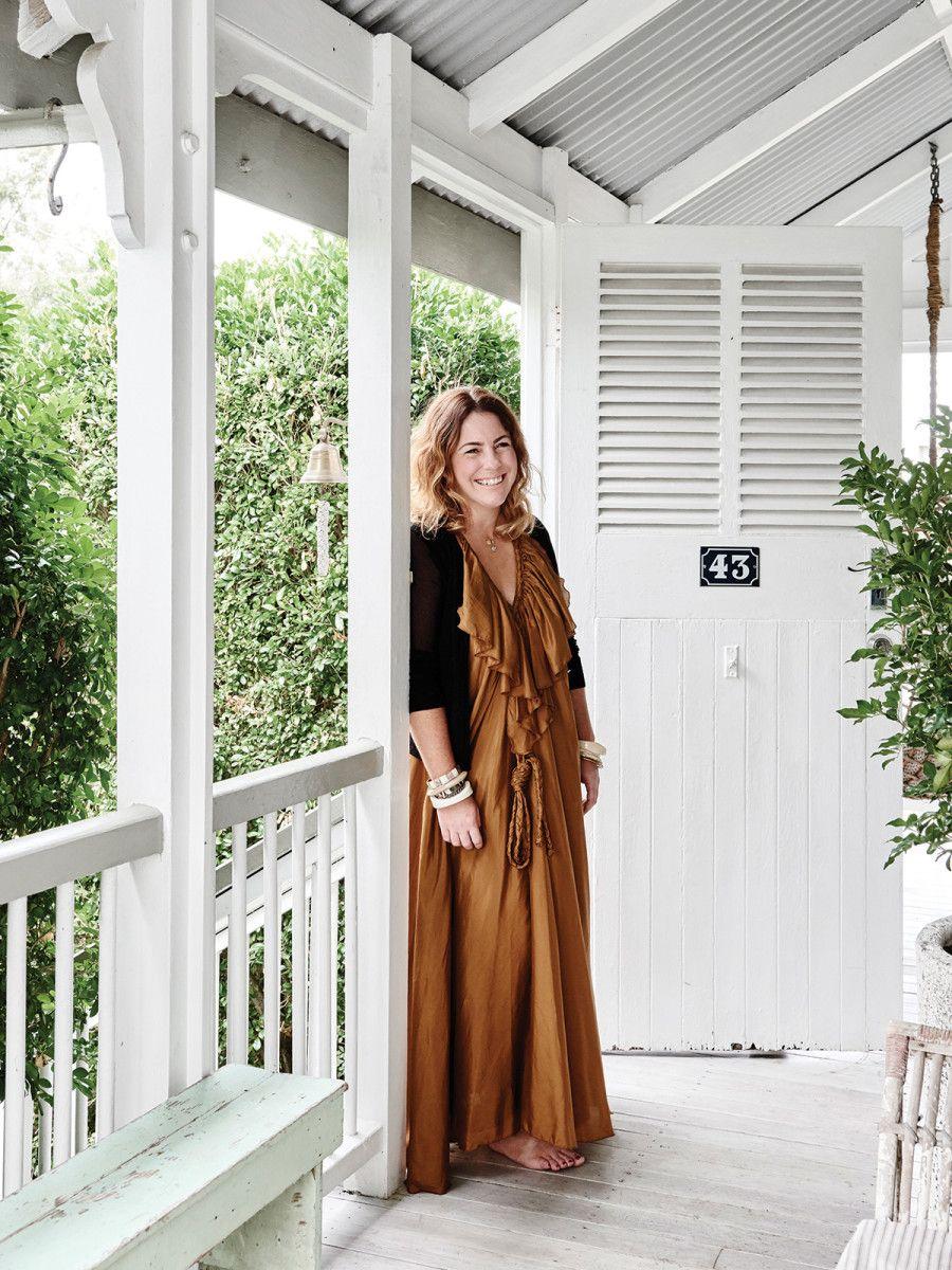 adelaparvu.com despre casa mica din lemn alba frumos decorata, design Kara Rosenlund (21)