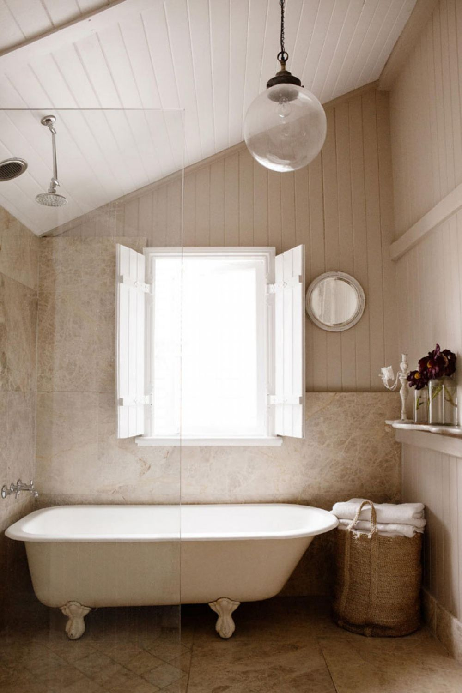 adelaparvu.com despre casa mica din lemn alba frumos decorata, design Kara Rosenlund (6)