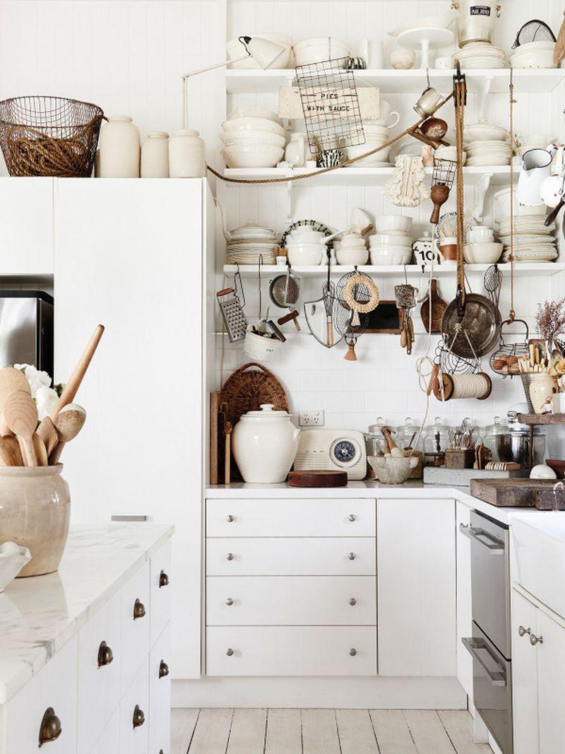 adelaparvu.com despre casa mica din lemn alba frumos decorata, design Kara Rosenlund (9)
