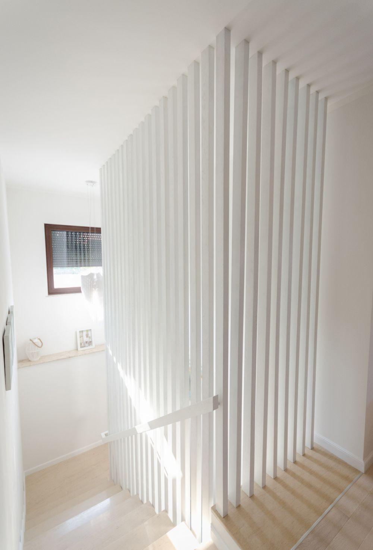 Ne dorim o balustradă mai specială, dar să fie sigură pentru copii. Casa F, arhitecti Stefan-Alberto Bianco, Lavinia Moraru, Anca Gavrila