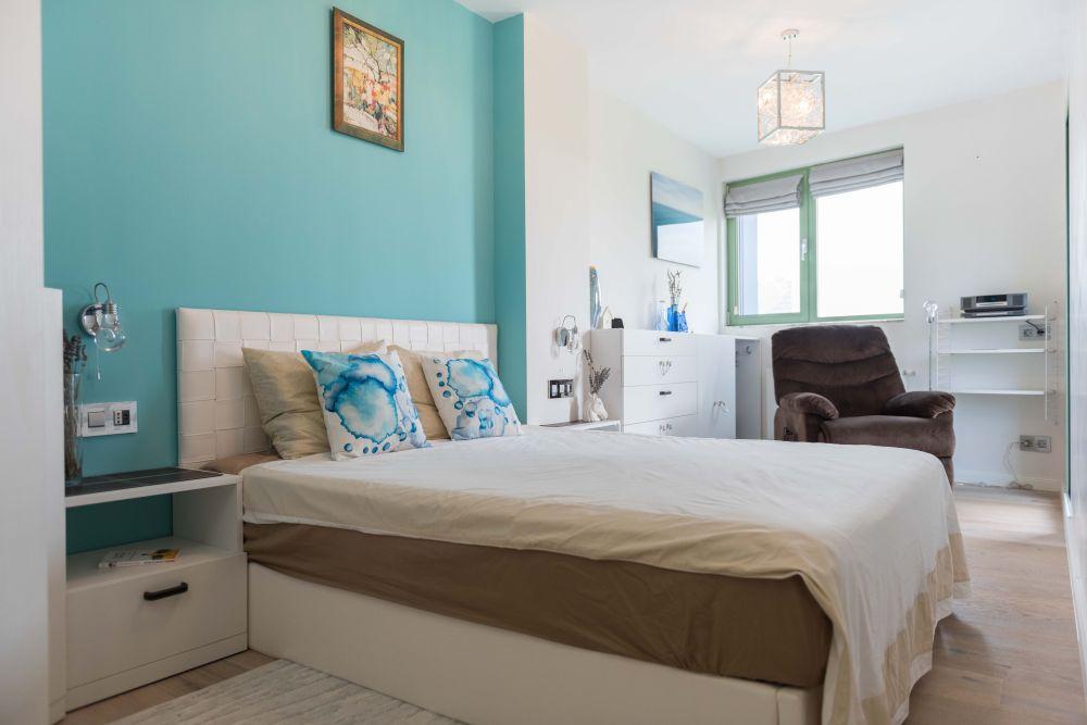 În dormitor am vrea să ne simțim ca la mare pentru că acolo ne-am cunoscut. Desing Ana-Maria Lungan, Raluca Pavel - Design your space