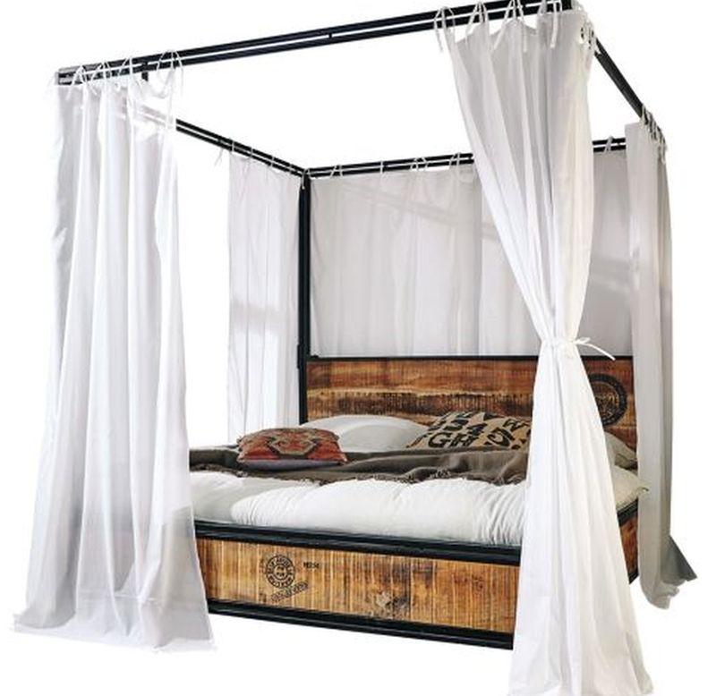 În foto pat cu baldachin model Iron, vezi preț AICI