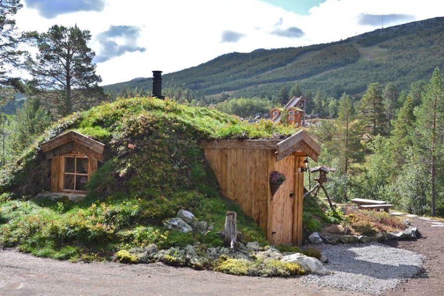 adelaparvu-com-despre-cabana-hobbit-hobbithytta-norvegia-design-sverre-mork-foto-facebook-hobbithytta-1