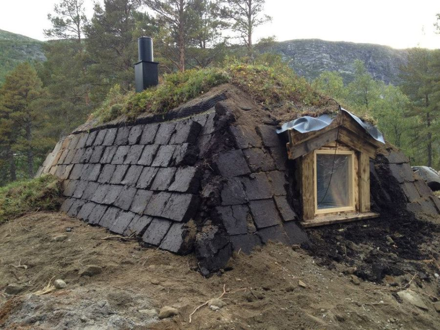 adelaparvu-com-despre-cabana-hobbit-hobbithytta-norvegia-design-sverre-mork-foto-facebook-hobbithytta-11
