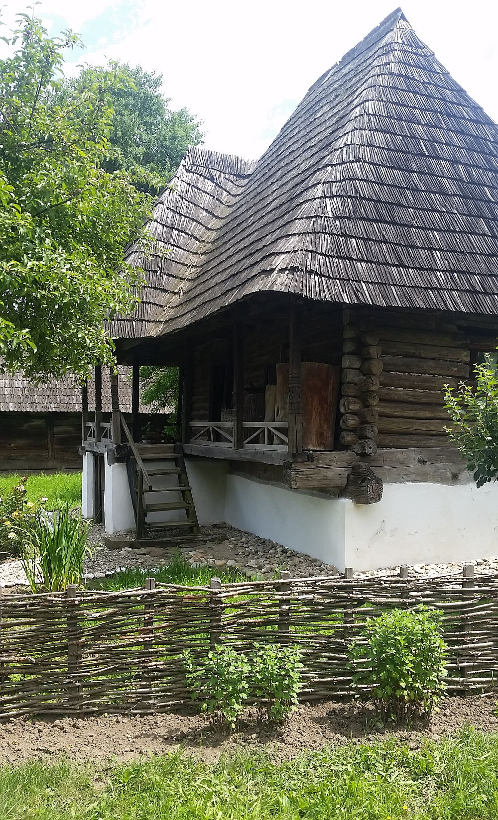 adelaparvu-com-despre-case-traditionale-romanesti-muzeul-viticulturii-si-pomiculturii-golesti-jud-arges-romania-foto-adela-parvu-19