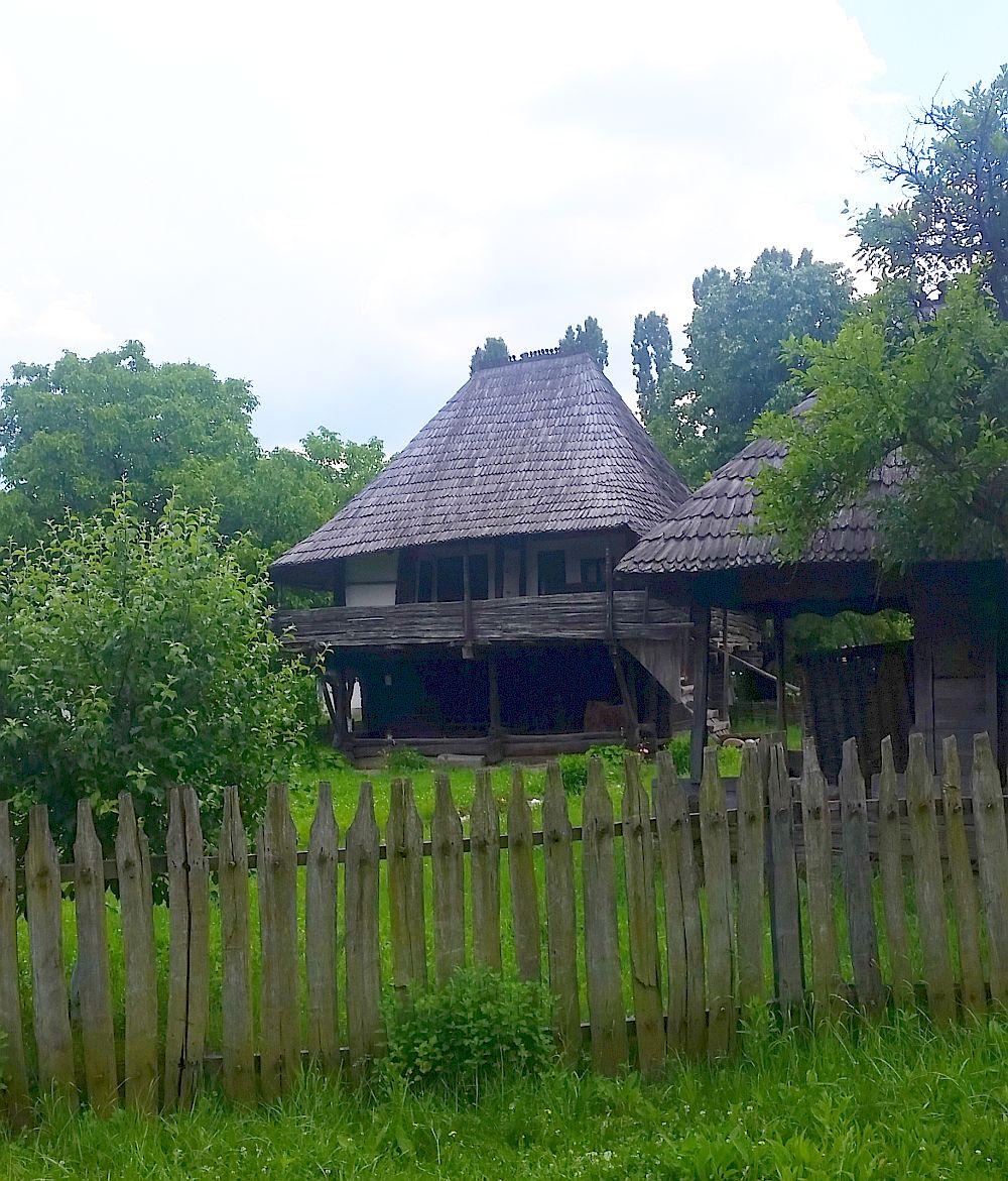 adelaparvu-com-despre-case-traditionale-romanesti-muzeul-viticulturii-si-pomiculturii-golesti-jud-arges-romania-foto-adela-parvu-20