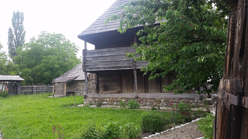 adelaparvu-com-despre-case-traditionale-romanesti-muzeul-viticulturii-si-pomiculturii-golesti-jud-arges-romania-foto-adela-parvu-27