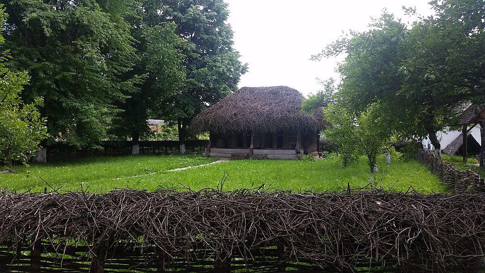 adelaparvu-com-despre-case-traditionale-romanesti-muzeul-viticulturii-si-pomiculturii-golesti-jud-arges-romania-foto-adela-parvu-34
