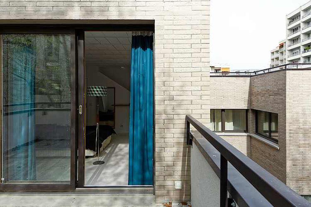 adelaparvu.com despre locuinta cu masa prelungita din pardoseala, design Hardel Libihan Architects Paris (1)