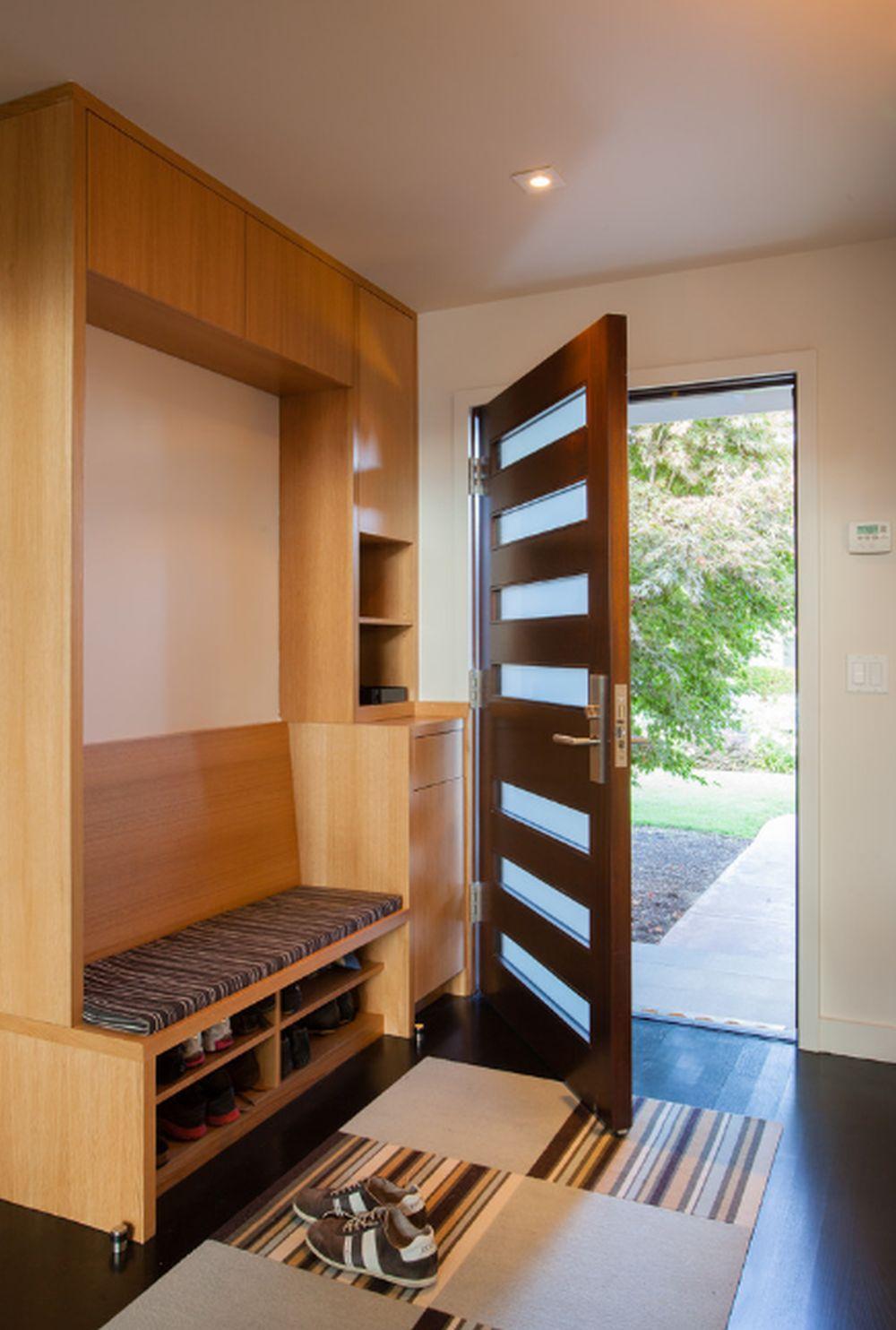 adelaparvu.com despre 30 solutii pentru separarea usii de la intrare, hol creat cu mobila si paravane, Foto De Mattei Construction