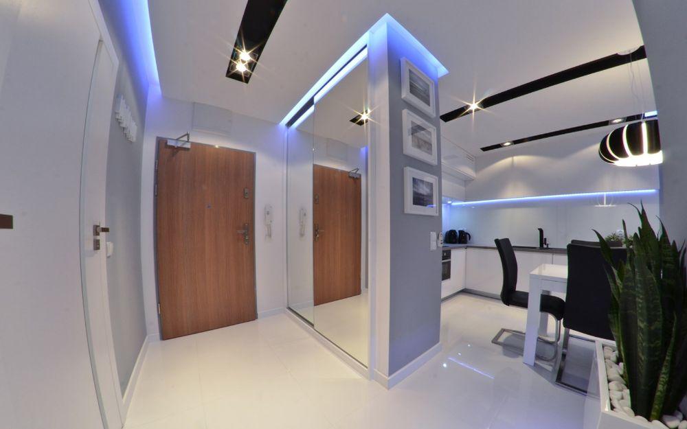 adelaparvu.com despre 30 solutii pentru separarea usii de la intrare, hol creat cu mobila si paravane, Foto Studio86