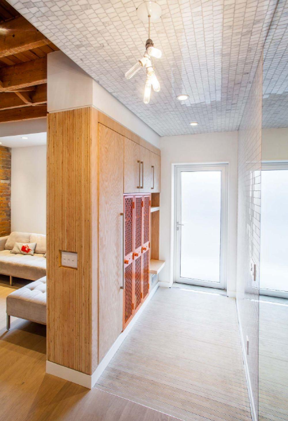 adelaparvu.com despre 30 solutii pentru separarea usii de la intrare, hol creat cu mobila si paravane, Foto Wanda Ely Architect