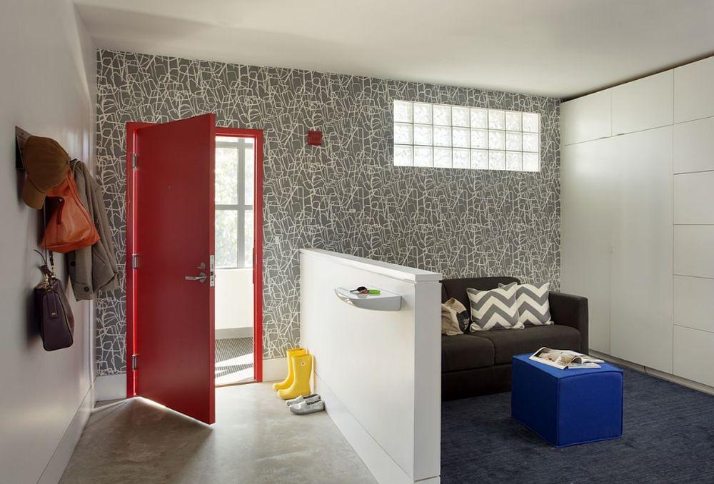adelaparvu.com despre 30 solutii pentru separarea usii de la intrare, hol creat cu mobila si paravane, Foto ZeroEnergy Design